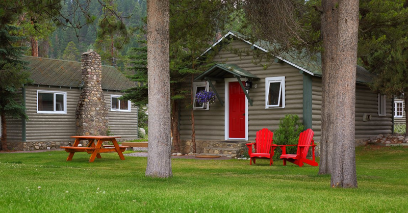 Bear Hill Lodge - Exterior Cabin