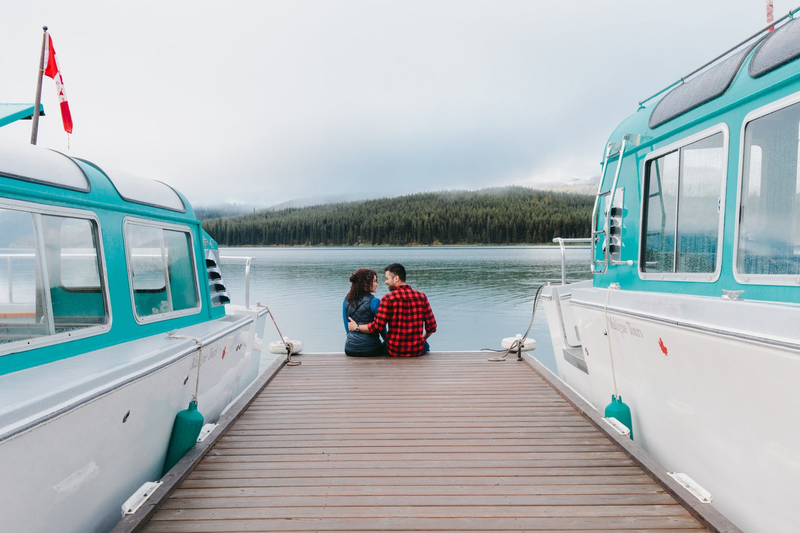 Maligne Lake - couple