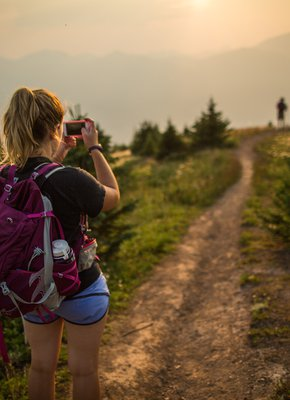 Parks Canada / Ben Morin-Woman Taking Photo At Opal Hills